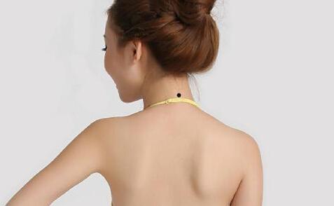 女人脖子后右侧长痣会影响命运吗图片